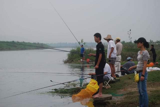 釣魚亂象之爭搶釣位,反正我釣不成你也別想釣