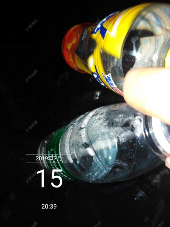 两个饮料瓶
