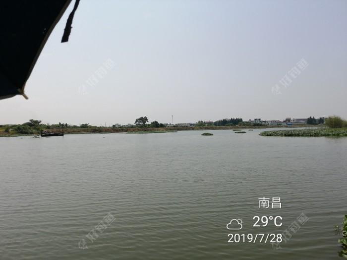 河里的铁船