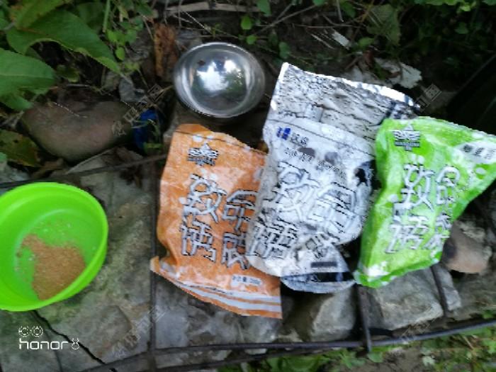 开饵,这是某宝买的鲫鱼香饵套餐,下次买平台的试试,尤其是鲤鱼饵,这饵料我看白条最喜欢
