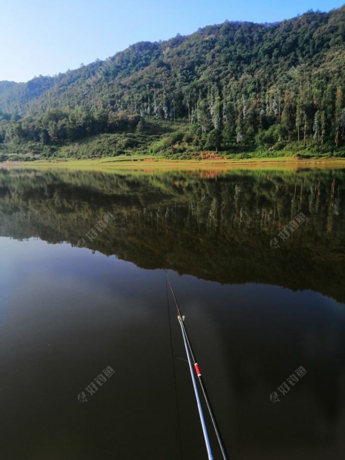 钓点,水深2.3米左右!较昨天钓点深了六、七十公分。