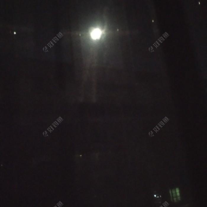 昨天晚上拍的月亮,离鬼节不远了。