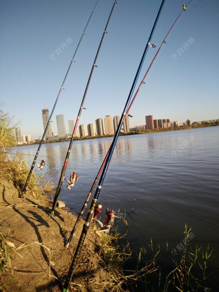 今天改变战法海杆配合;气温低鱼在深水!!海杆直接挂的窝料(玉米粒)