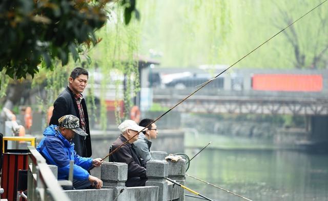 秋末冬初季节交替,鱼儿不吃钩的5大特征