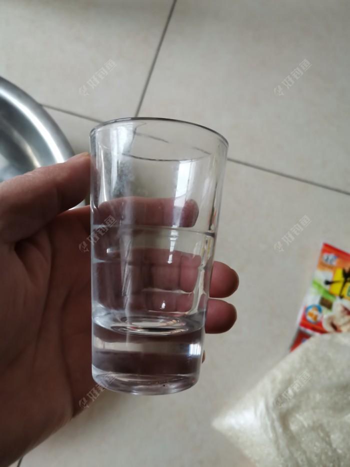 倒取药酒量所用,习惯于用自己喝酒的杯子量取,一般两斤的米量用一杯的药酒。