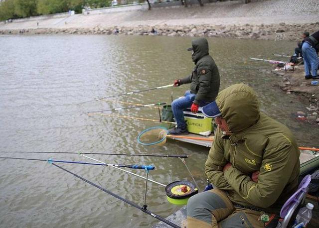 冬季野钓大鲫鱼时,需要钓友牢牢记住的十字诀