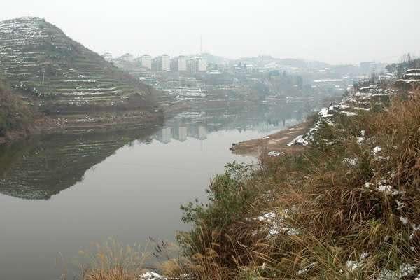 再恶劣的天气也阻止不了钓鱼人的步伐