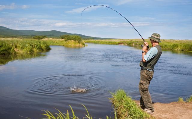 钓鱼虽然乐趣多,但同时危险也存在,有必要来看看