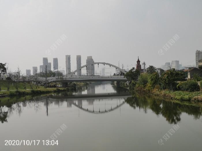 沿途两公里的距离新建了五座桥梁。