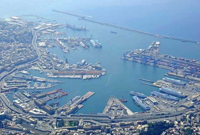 船行至意大利热那亚港,这儿的鲻鱼跟我家园的不大一样
