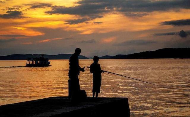 钓鱼上瘾的人有这些表现,你中招没?